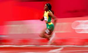 Bà hoàng tốc độ Jamaica đoạt HC vàng 200m