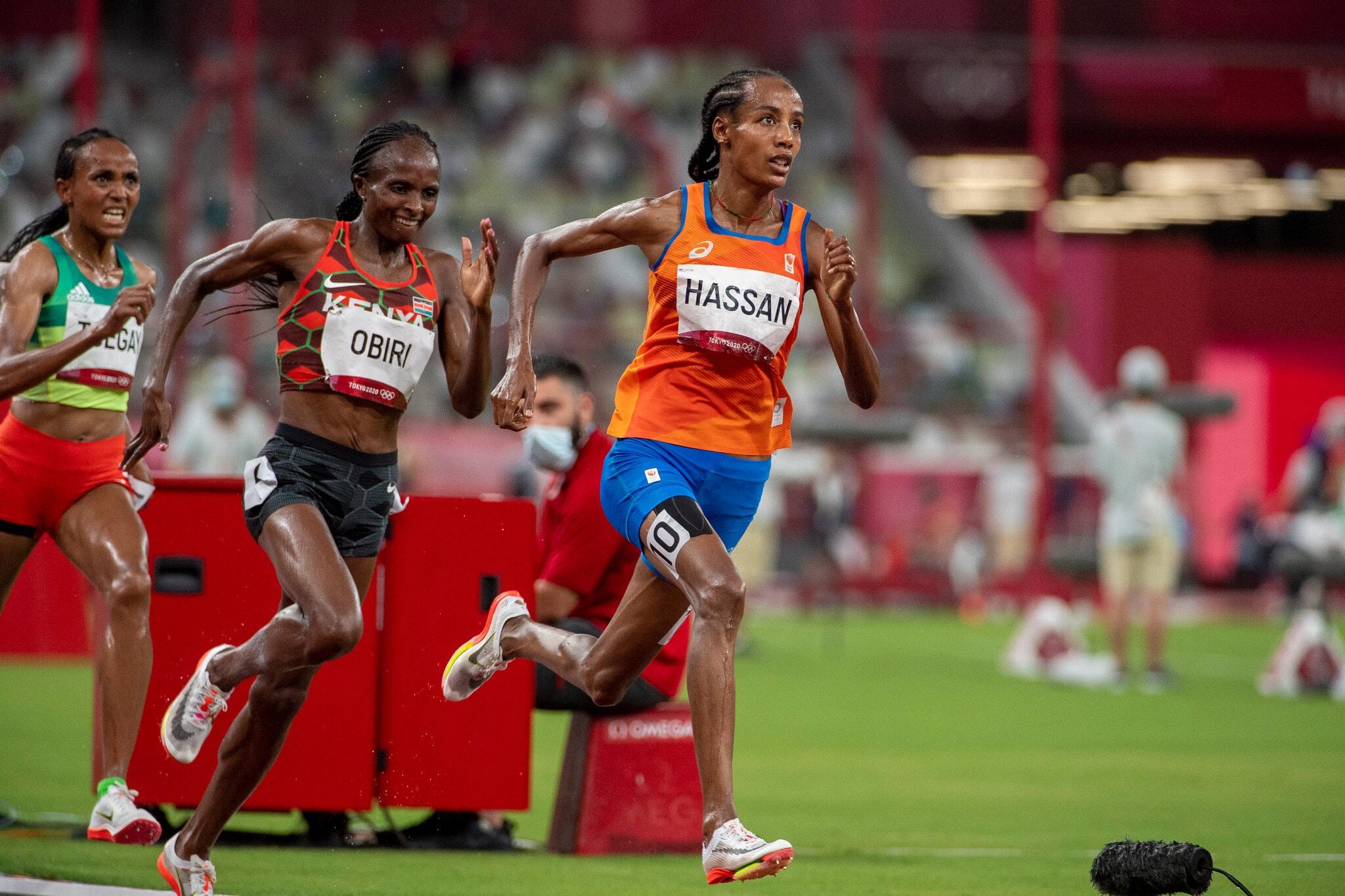 Hassan mengalahkan Oribi untuk finis pertama pada lari 5000m putri pada 2 Agustus.  Foto: New York Times