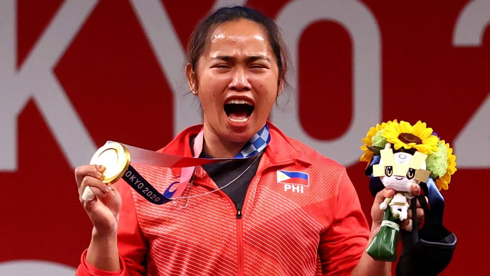 Đô cử Philippines Hidilyn Diaz (trong ảnh) là một trong bốn VĐV Đông Nam Á giành HC vàng Olympic Tokyo 2020, bên cạnh võ sĩ taekwondo Thái Lan Panipak và đôi nữ cầu lông Indonesia Apriyani Rahayu - Greysia Polii. Ảnh: Reuters