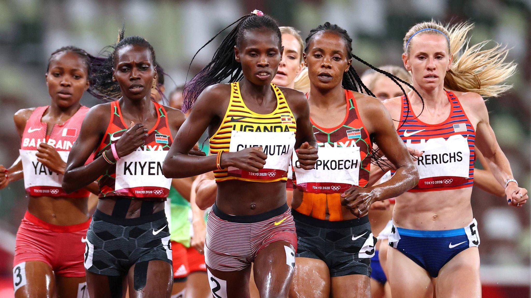 Chemutai bứt lên trong 300 mét cuối để làm nên lịch sử cho điền kinh Uganda ở Olympic. Ảnh: AP