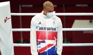 Võ sĩ Anh từ chối đeo HC bạc Olympic