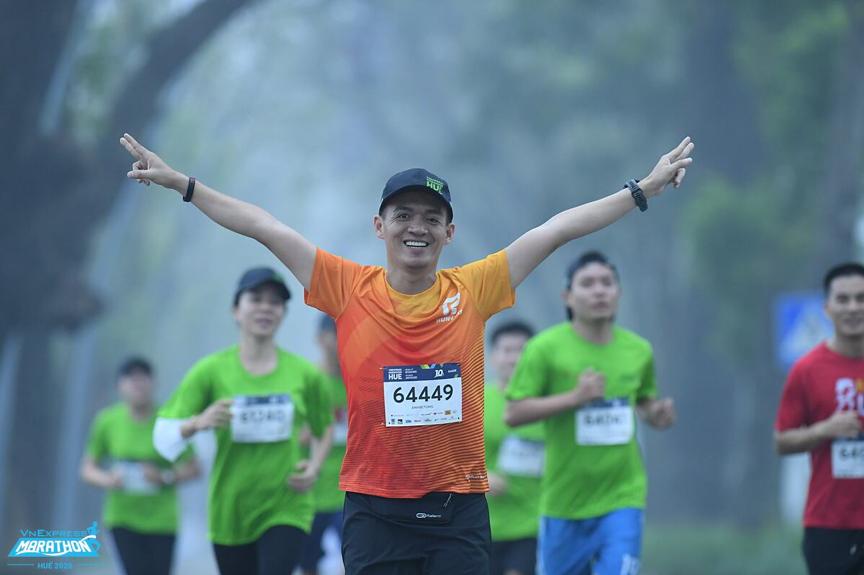 Runner participates in VnExpress Marathon Hue 2020. Photo: VnExpress Marathon.