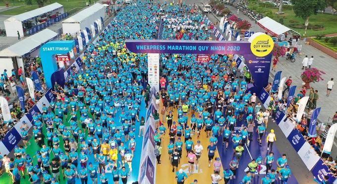 Thousands of runners prepare to start at VnExpress Marathon Quy Nhon.