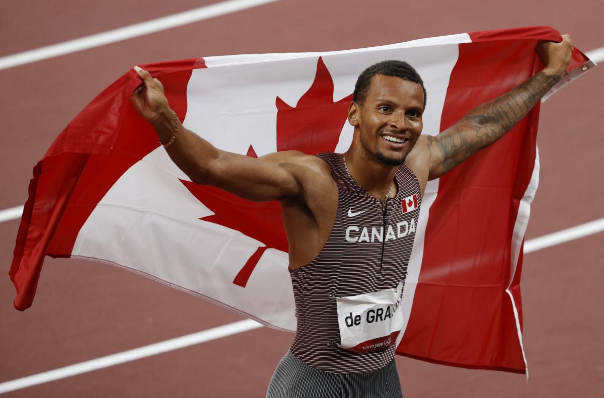 De Grasse là VĐV Canada đầu tiên vô địch cự ly 200m Olympic trong 93 năm, Ảnh: Reuters.