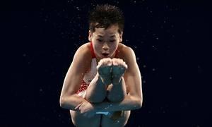 VĐV 14 tuổi của Trung Quốc đoạt HC vàng khó tin
