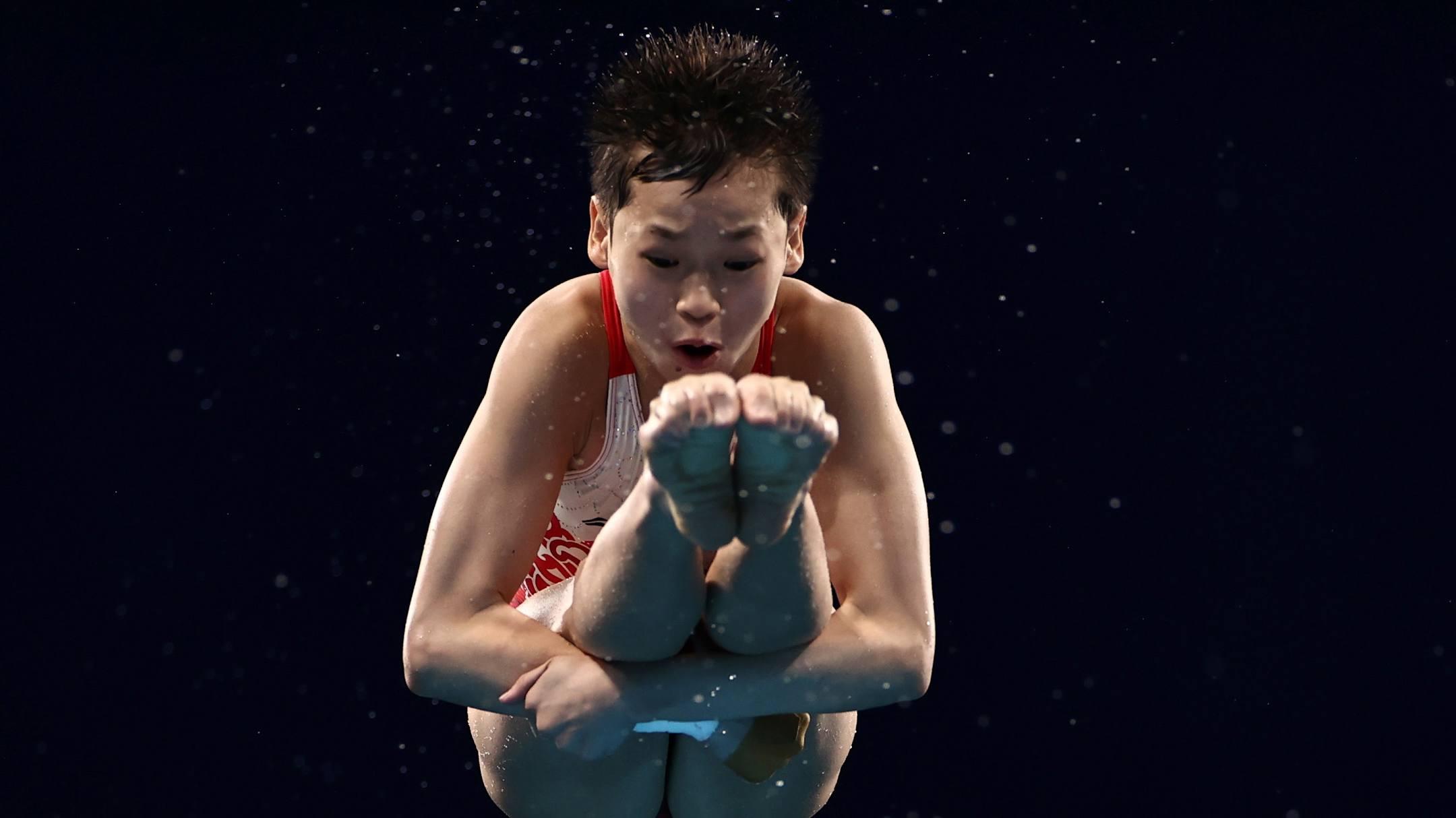 Toàn Hồng Thiền thành VĐV trẻ thứ hai đoạt HC vàng ở Olympic 2020, sau VĐV trượt ván Nhật Bản 13 tuổi Momiji Nishiya. Ảnh: Reuters