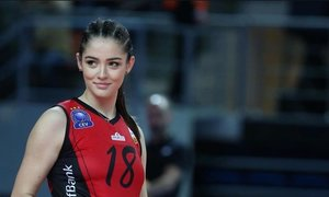 'Hoa khôi' bóng chuyền Thổ Nhĩ Kỳ được CĐV cầu hôn