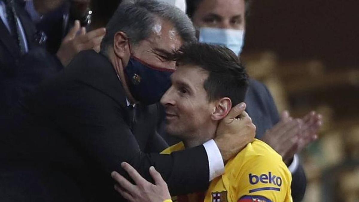 Chủ tịch Laporta không giữ được lời hứa ký hợp đồng mới với Messi. Ảnh: Reuters.
