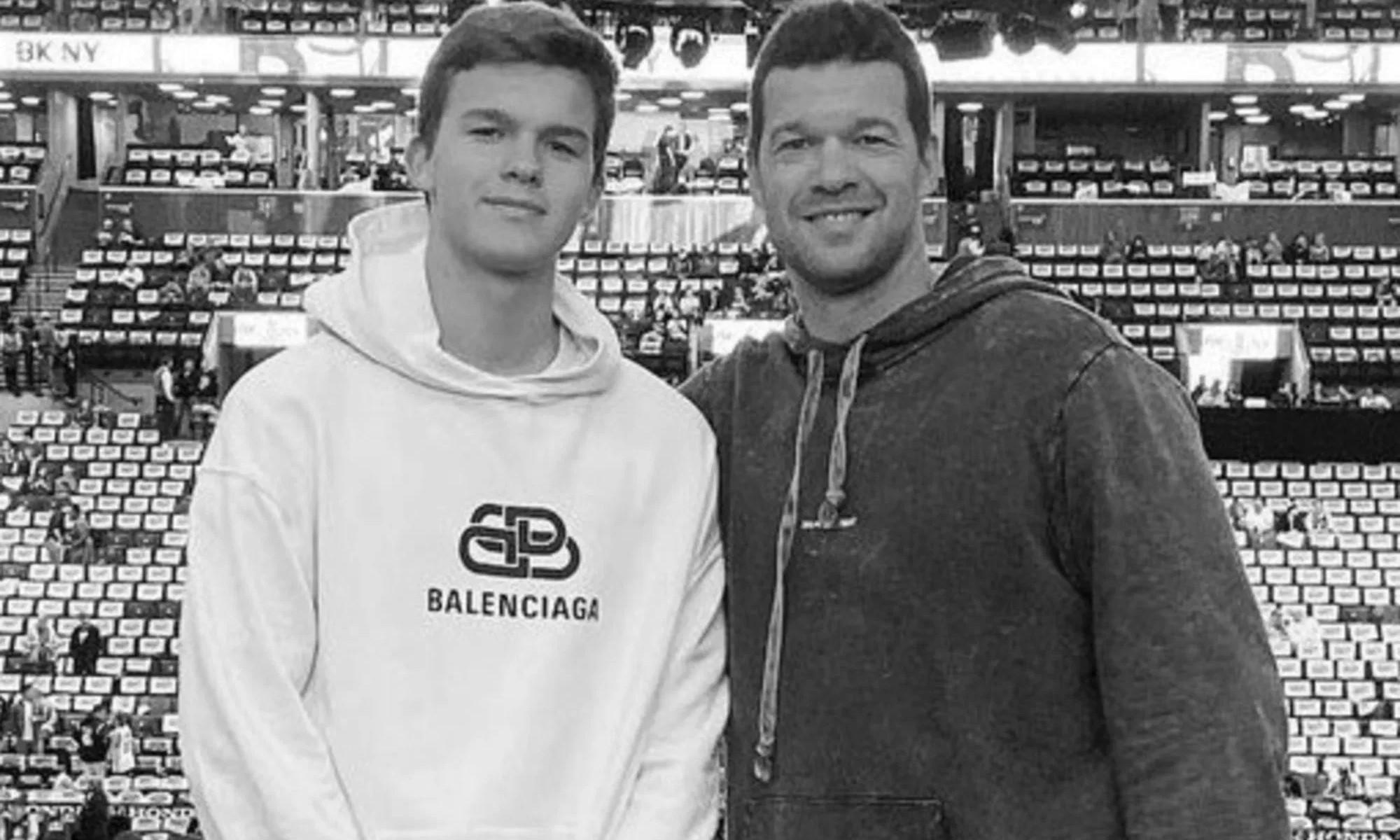 Ballack và con trai Emilio. Ảnh: Instagram.