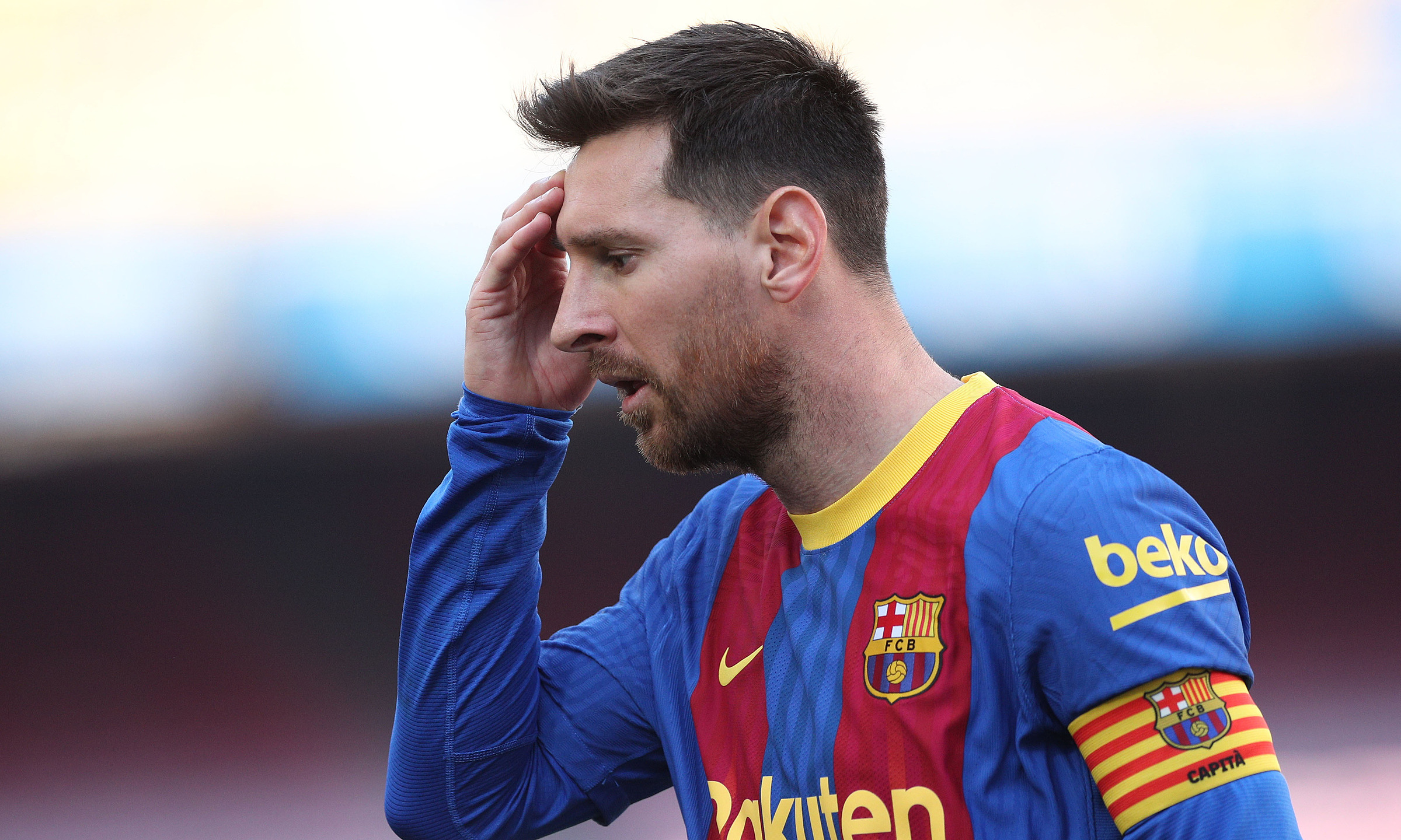 Messi bị sốc khi không thể ở lại Barca. Ảnh: Reuters