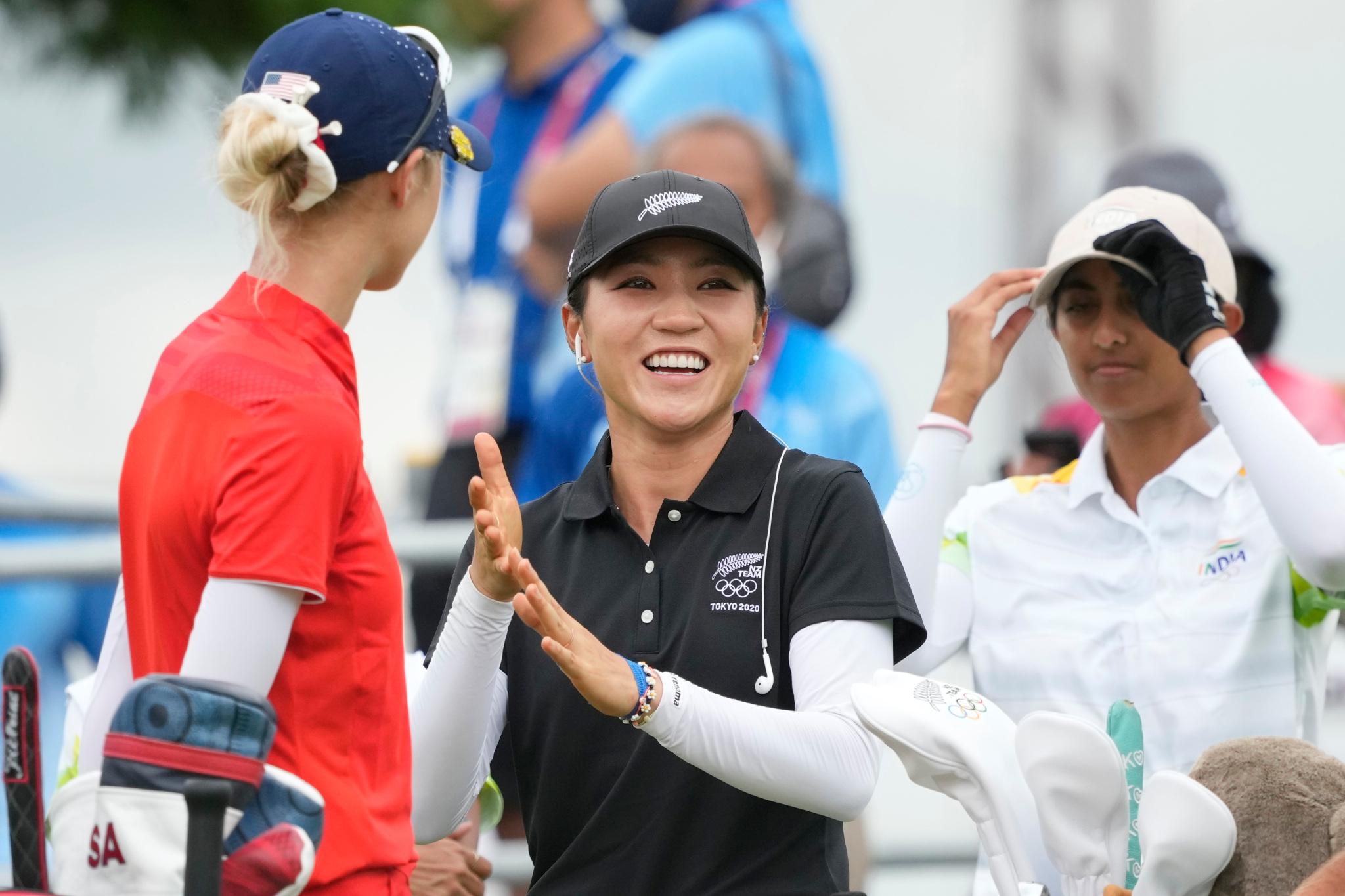 Các golfer nữ đang tranh tài ở Kasumigaseki trong khuôn khổ Olympic Tokyo 2020 cũng phải tuân thủ quy định về trang phục của sân. Ảnh: USA Today