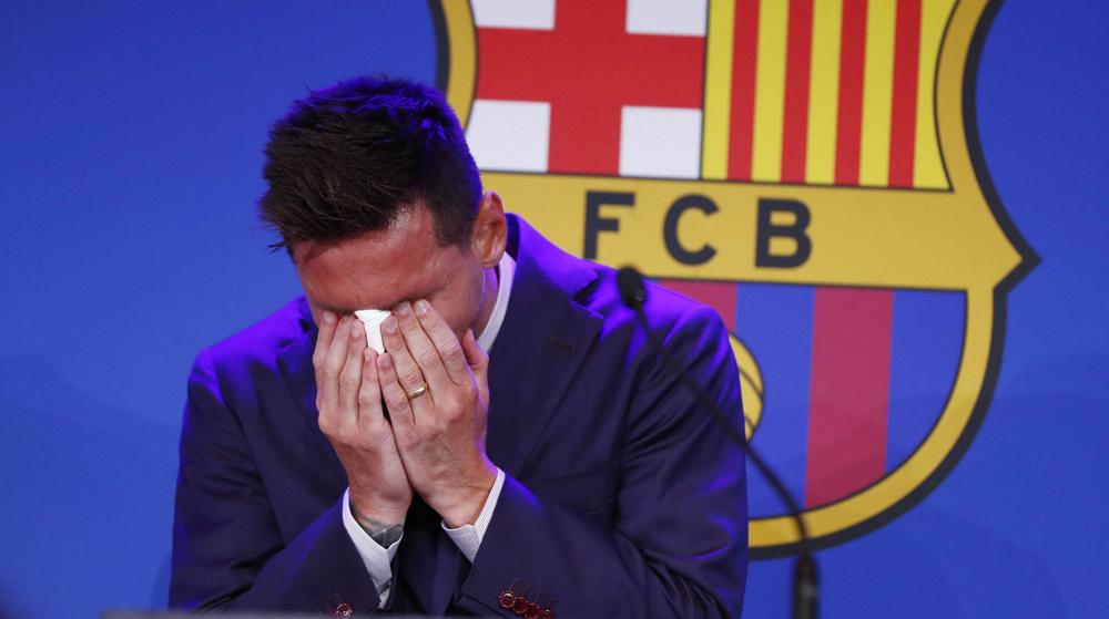 Messi bật khóc khi thông báo chí tay Barca ngày 8/8. Ảnh: AFP