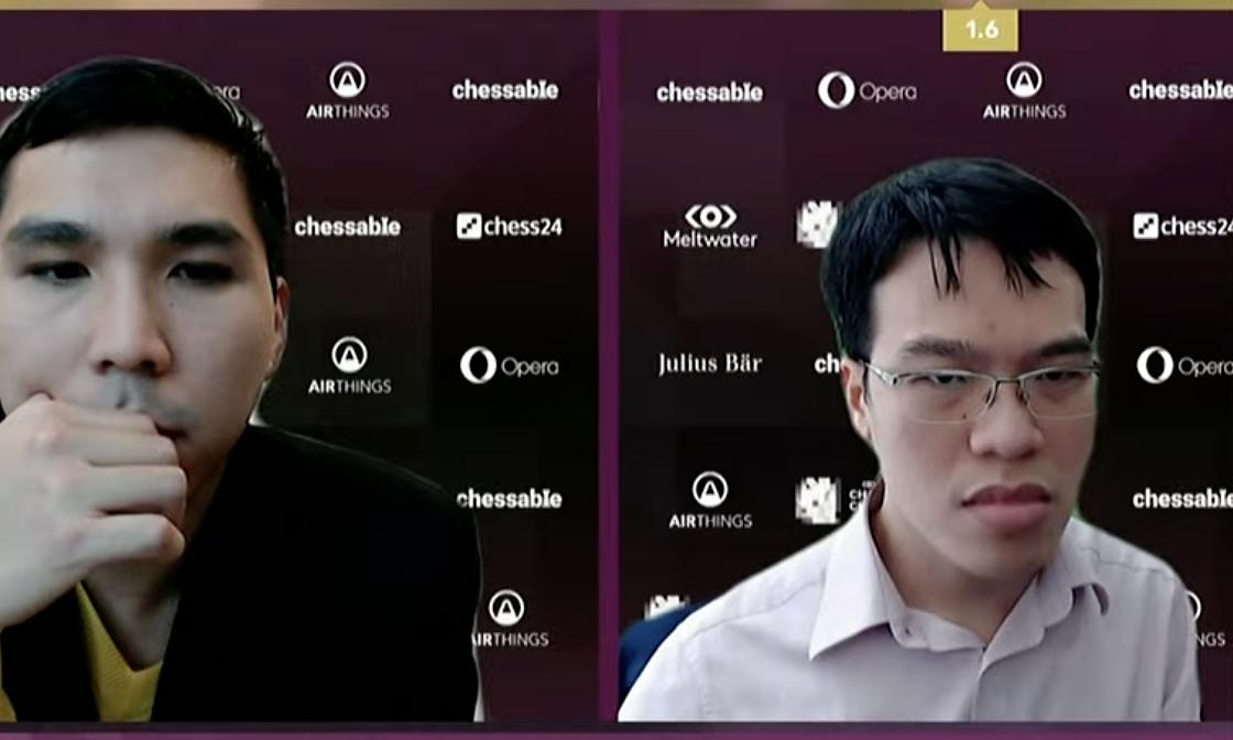 Quang Liêm (phải) thắng được So một ván ở ngày chung kết hai, nhưng sau đó lại thua khi cầm quân trắng.