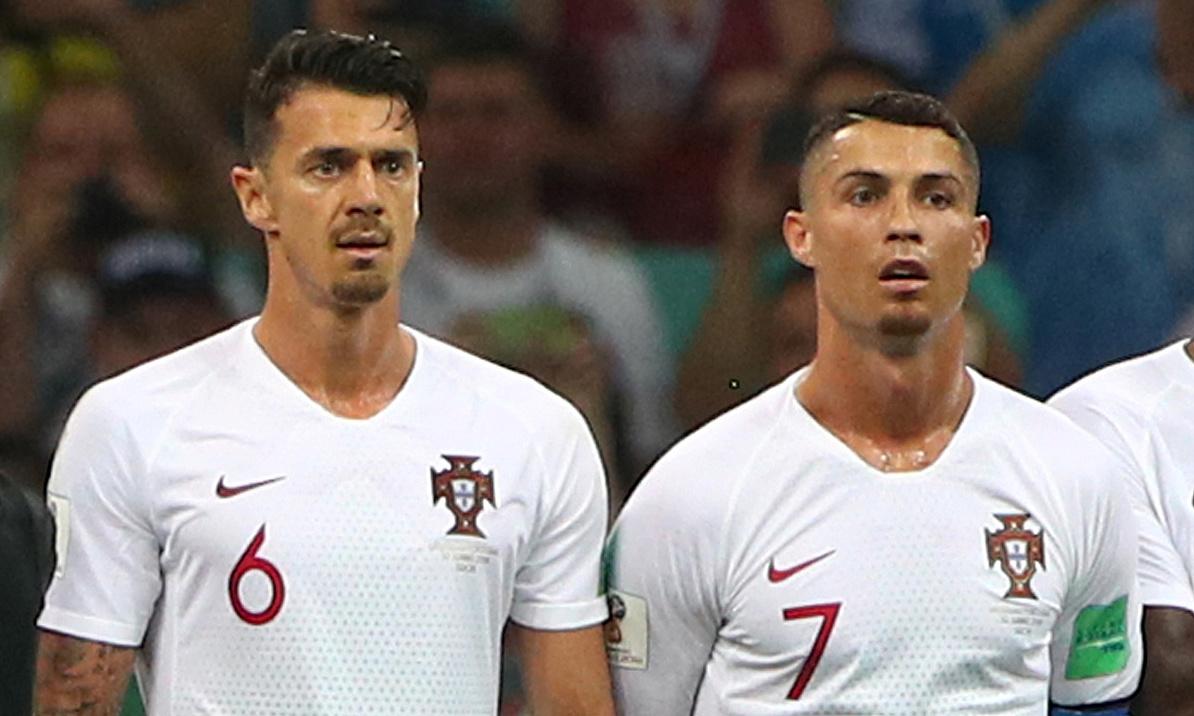 Fonte (trái) thuộc nhóm trụ cột của tuyển Bồ Đào Nha, bên cạnh Ronaldo trong khoảng năm năm qua. Ảnh: Reuters