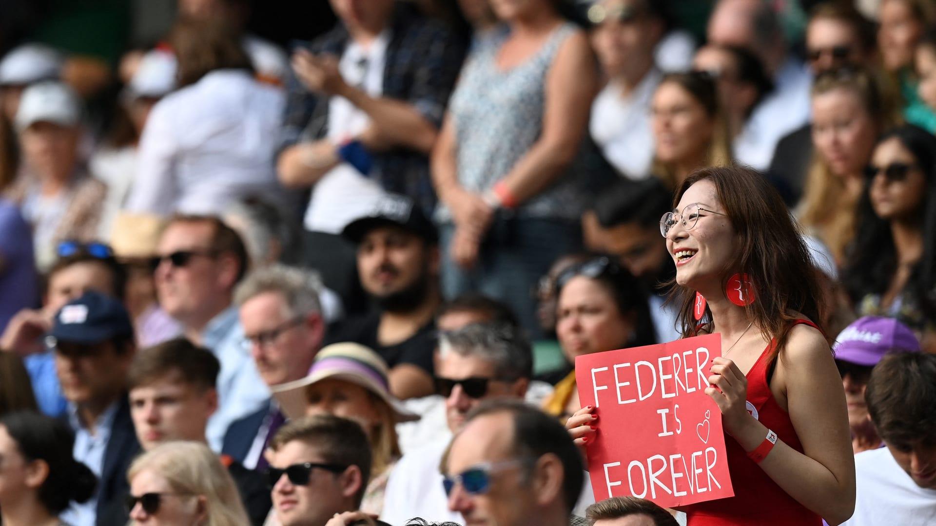 Sự nghiệp của Federer không thể kéo dài mãi như tình yêu mà các CĐV dành cho anh. Ảnh: Wimbledon