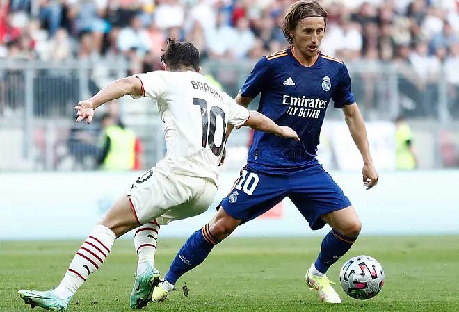 Modric (áo xanh) và đồng đội sẵn sàng đem lại La Liga thứ 35 cho Real. Ảnh: Marca.