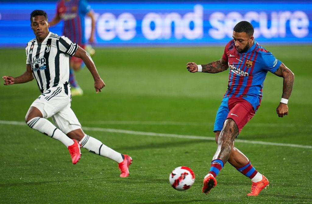 Depay ghi bàn trong trận giao hữu thắng Juventus 3-0. Ảnh: Reuters.