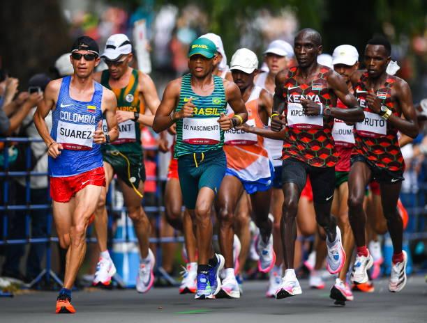 Các vận động viên nam thi đấu ngày 8/8. Ảnh: AFP.