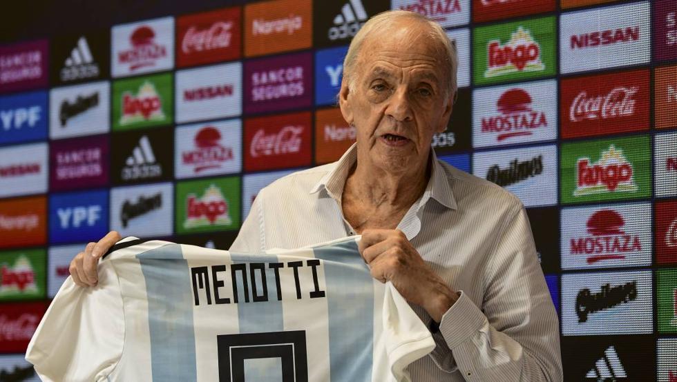 Cựu HLV 82 tuổi hiện là Tổng Giám đốc các đội tuyển Argentina. Ảnh: Telam.