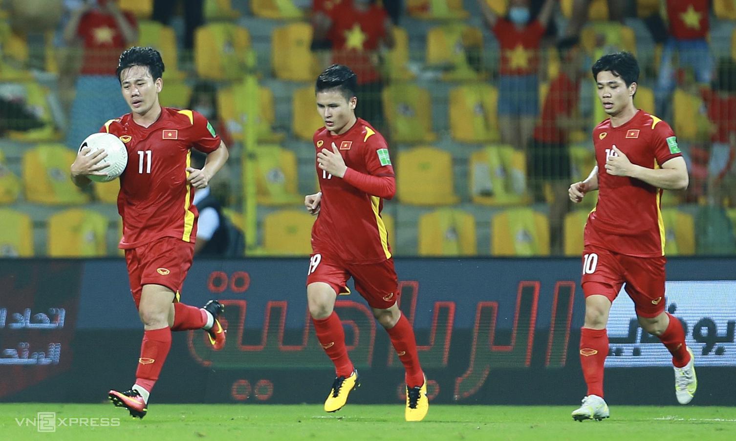 """เวียดนามรักษาตำแหน่ง 92 FIFA ไว้ได้ก่อนเข้าสู่ซีรีส์แรกของรอบคัดเลือกรอบที่สามของฟุตบอลโลก 2022 ในเอเชียในต้นเดือนกันยายน 2564  ภาพถ่าย: """"Lam Thua ."""""""