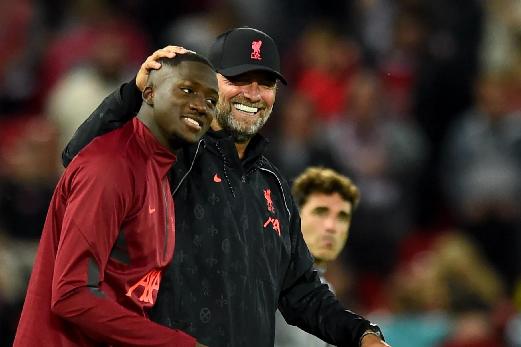 """โค้ช Jurgen Klopp รู้สึกยินดีเป็นอย่างยิ่งที่ได้คัดเลือก Konate มาร่วมทีม Liverpool ในช่วงซัมเมอร์นี้  ภาพถ่าย: """"Liverpool FC ."""""""