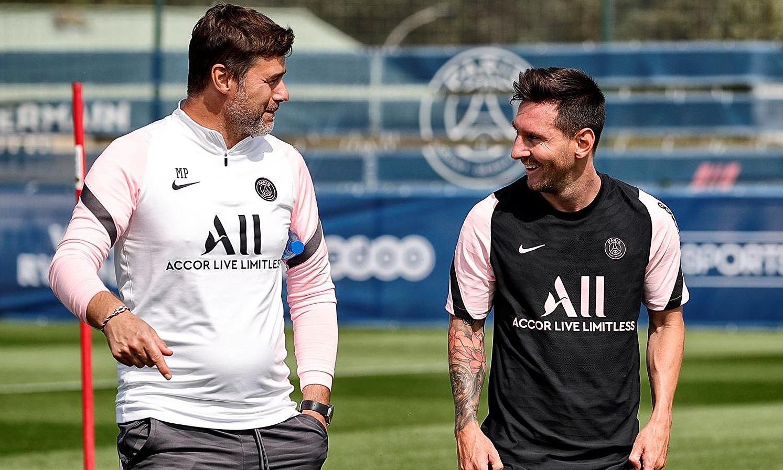 Pochettino trò chuyện cùng Messi trong buổi tập thứ hai của anh cho PSG. Ảnh: psg.fr