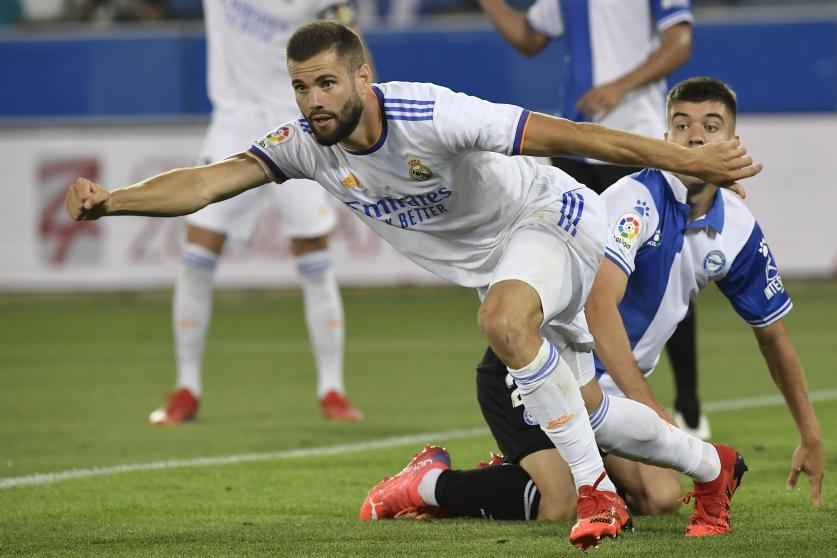 Hậu vệ Nacho lập công khi lên tham gia tấn công.