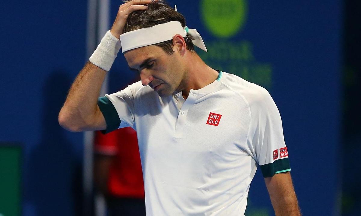 Federer sẽ tiếp tục phải phẫu thuật đầu gối. Ảnh: AFP.