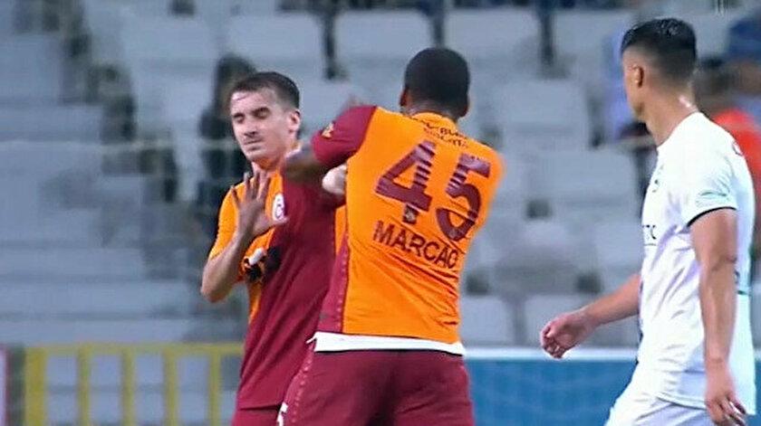 Marcao trong lúc đấm Aktürkoğlu. Ảnh: cắt từ video