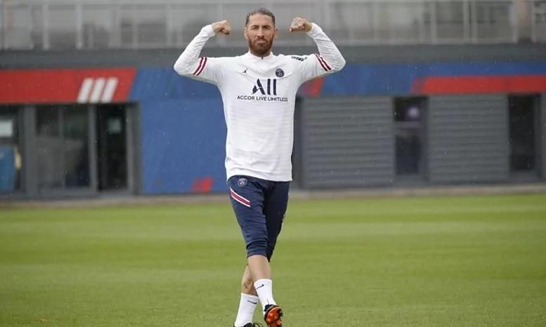 "Ramos ระหว่างการฝึกซ้อมที่ PSG  ภาพถ่าย: ""Marca"""