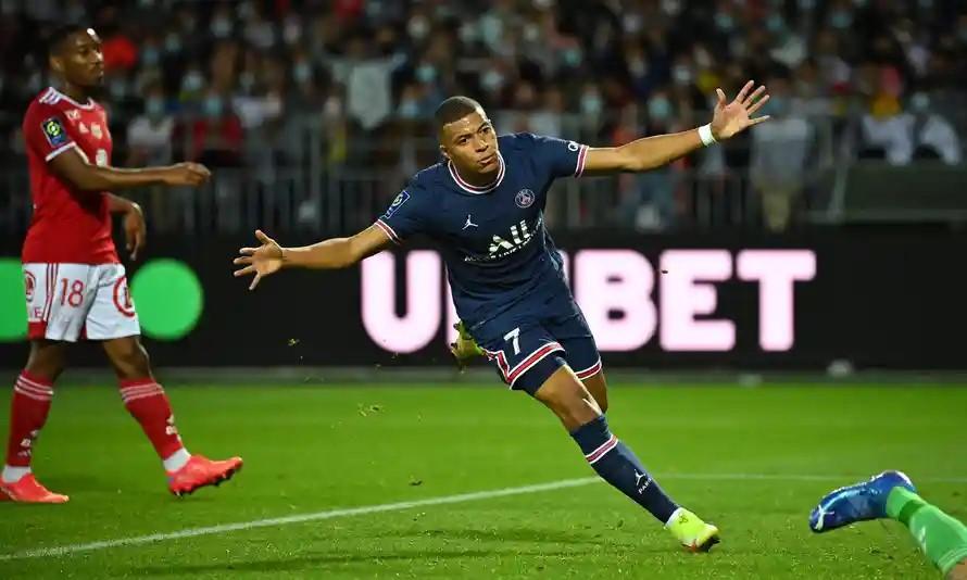 Mbappe ghi bàn đầu tiên sau ba trận ra sân tại Ligue 1 2021-2022. Ảnh: AFP,