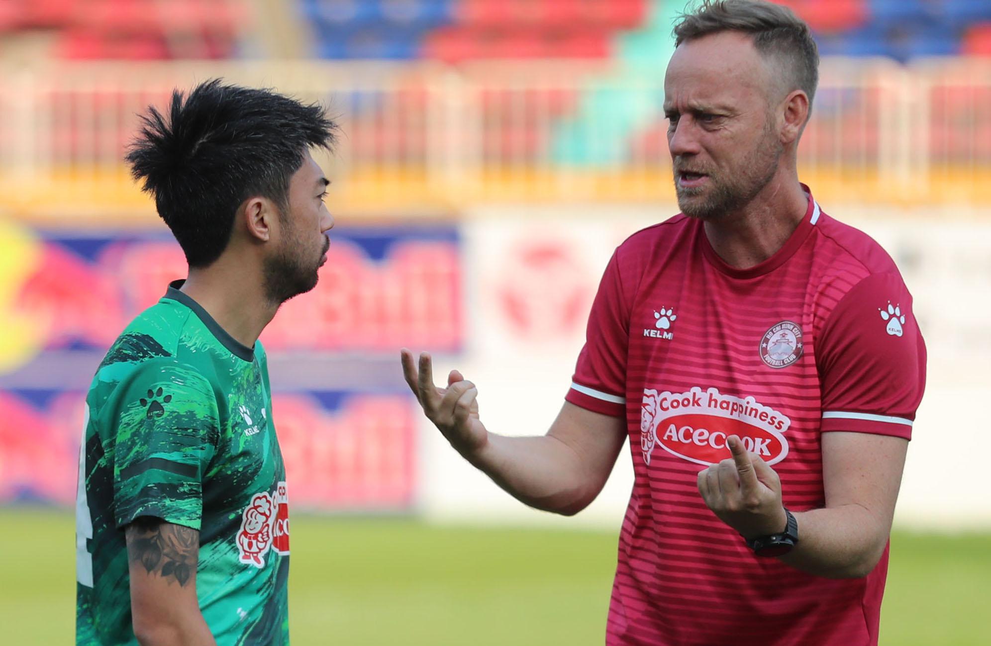 Cả HLV Polking và Lee Nguyễn nhiều khả năng sẽ không gắn bó với CLB TP HCM khi V-League 2021 đã bị huỷ. Ảnh: Đức Đồng