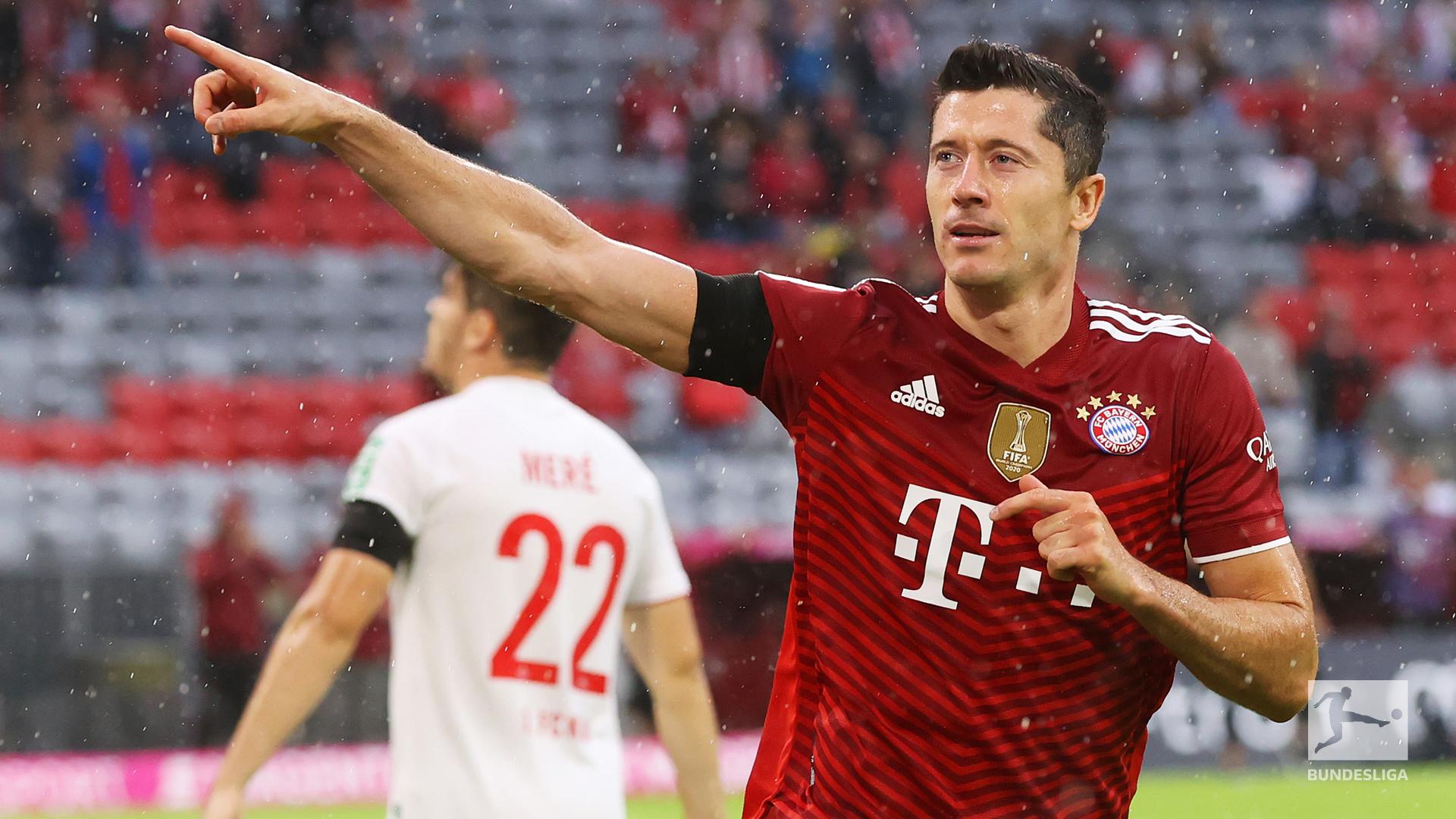 Lewandowski mừng bàn mở tỷ số cho Bayern ở phút 50. Ảnh: Twitter / Bundesliga