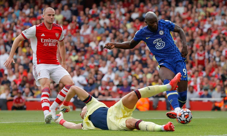 Lukaku trong tình huống đệm bóng cận thành mở tỷ số cho Chelsea. Ảnh: Guardian
