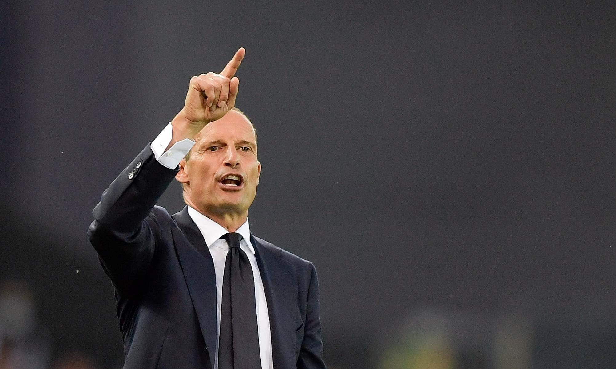 อัลเลกรีชี้นำผู้เล่นยูเวนตุสในการแข่งขันยูเวนตุสกับเจ้าบ้านอูดิเนเซ่ 2-2 เมื่อวันที่ 22 สิงหาคม  ภาพ: Twitter / Juventus
