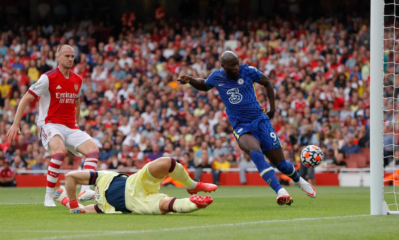 Lukaku đệm bóng vào lưới trống mở tỷ số. Trận này anh dứt điểm tới tám lần, nhưng chỉ ghi một bàn. Ảnh: The Guardian