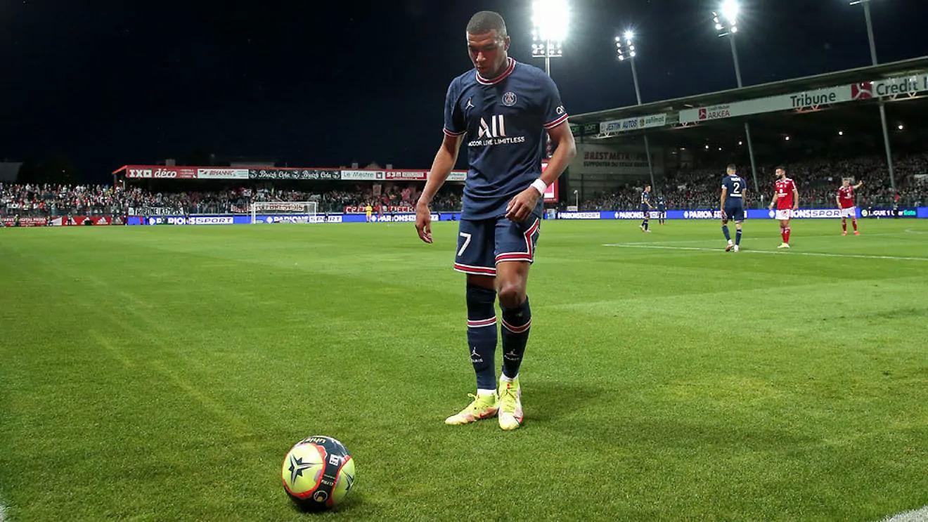 Mbappe trong trận PSG thắng chủ nhà Troyes 2-1 hôm 8/8. Ảnh: Marca