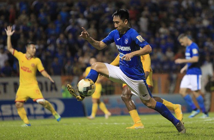 Hải Huy ghi 27 bàn trong tám mùa V-League gần nhất, là nhạc trưởng nơi tuyến giữa Than Quảng Ninh. Ảnh: Lâm Thỏa