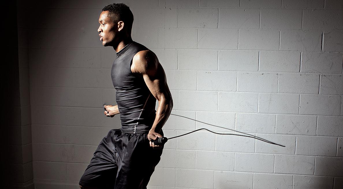 Nhảy dây được xem là bài tập hữu ích để bổ trợ cơ và giữ thể lực. Ảnh: victoriouschampion