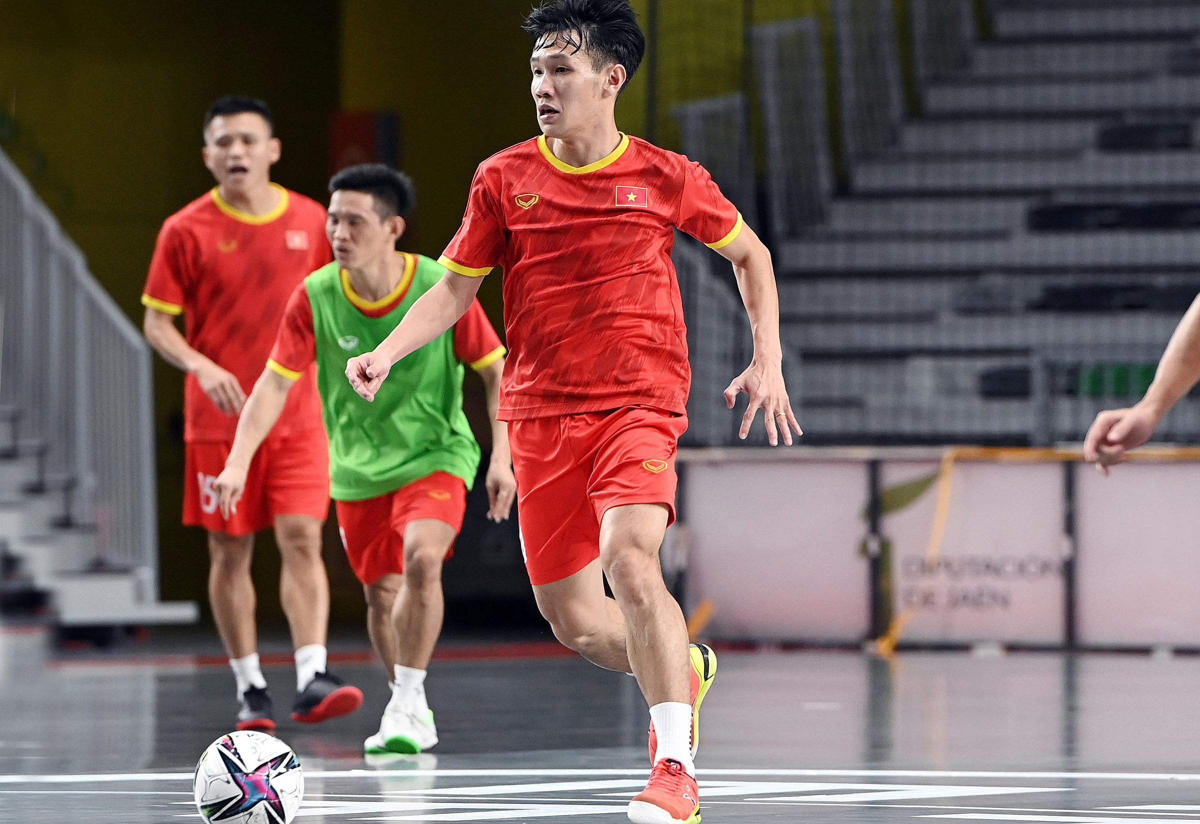 ทีมฟุตซอลเวียดนามกำลังฝึกซ้อมในสเปนเพื่อเตรียมพร้อมสำหรับรอบสุดท้ายของฟุตซอลฟุตบอลโลกปี 2021 ภาพ: VFF