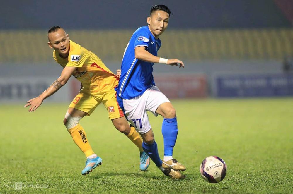 """Nghiem Xuan Tu ไม่สามารถหาจุดหยุดใหม่ได้เนื่องจาก Quang Ninh Club ทำให้ยากที่จะเลิกกิจการสัญญา  ภาพถ่าย: """"Lam Thoa ."""""""