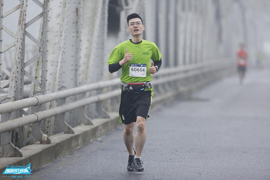 Runner trên đường chạy VnExpress Marathon Huế 2020. Ảnh: VnExpress Marathon