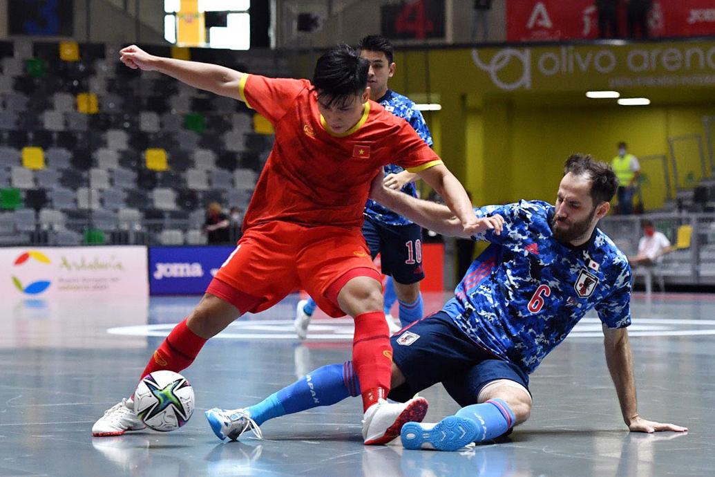 Việt Nam chơi tốt trước Nhật Bản và chỉ chịu bàn thua ở tình huống đối phương được hưởng phạt đền. Ảnh: VFF