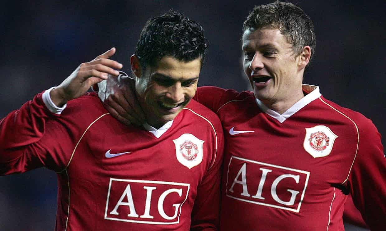 Solskjaer từng có bốn năm là đồng đội của Ronaldo ở đội một Man Utd, trước khi ông giải nghệ năm 2007 để chuyển sang làm HLV. Ảnh: AFP