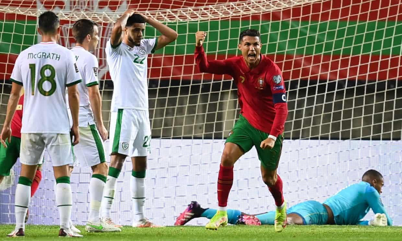 Tình huống Ronaldo đánh đầu gỡ hoà 1-1, phá kỷ lục của Ali Daei. Ảnh: Sportsfile