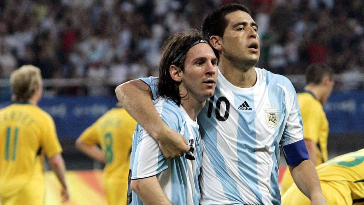 Riquelme และ Messi ช่วยให้อาร์เจนตินาคว้าเหรียญทองฟุตบอลชายในการแข่งขันกีฬาโอลิมปิกที่ปักกิ่งปี 2008 ภาพ: AS