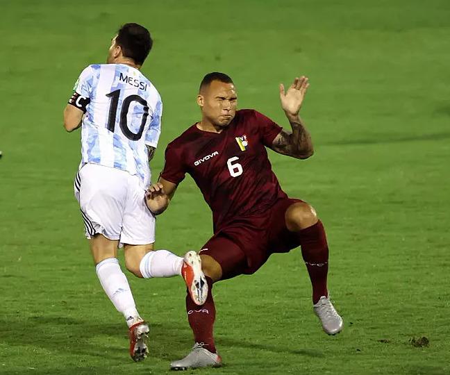 Martinez mới bốn lần khoác áo tuyển Venezuela tính cả trận tiếp Argentina hôm qua. Ảnh: AFP