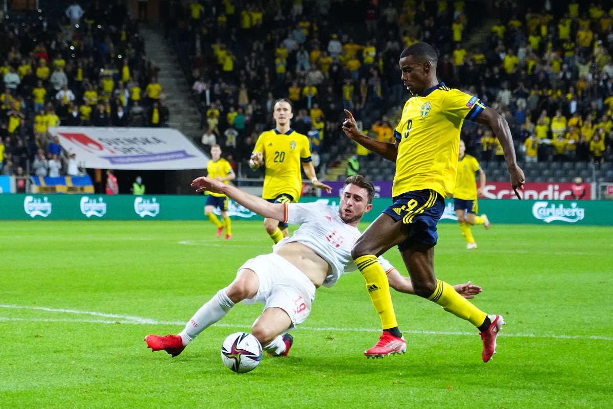 """Isak เอาชนะ Laporte เพื่อทำให้สวีเดนเท่าเทียมกัน  ภาพถ่าย: """"Afton Bladet"""""""