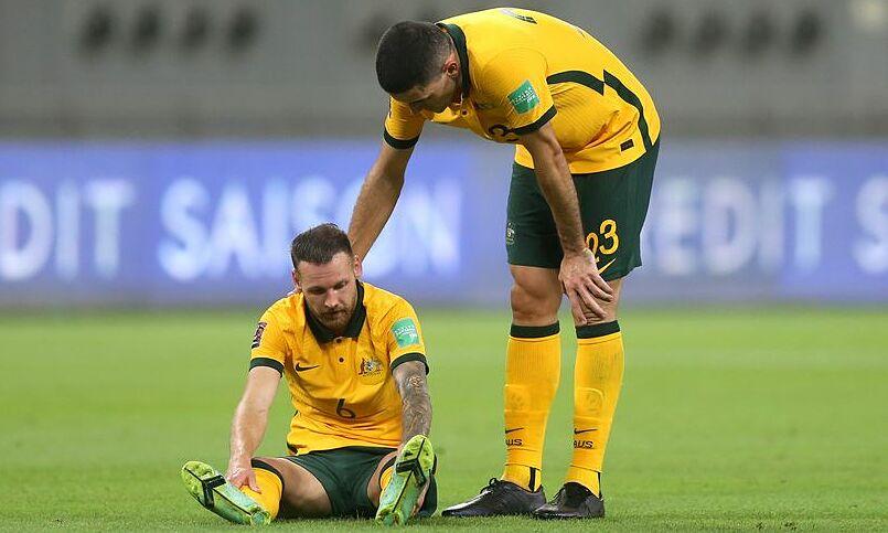 Boyle (số 6) không thể chơi hết trận gặp Trung Quốc. Ảnh: EdinburgLive