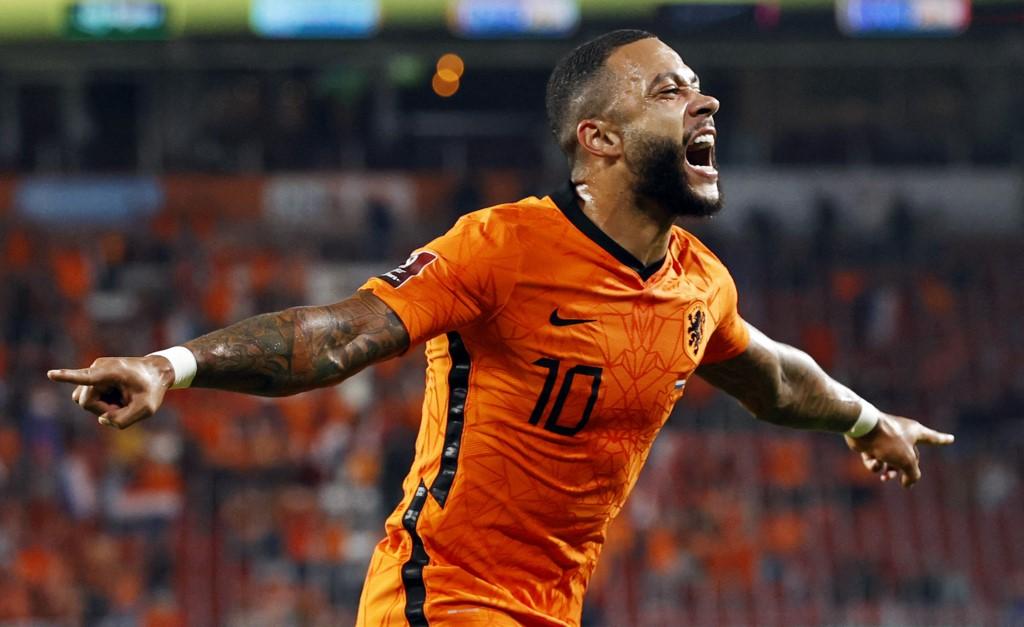 Depay trở thành người hùng của Hà Lan trận này. Ảnh: AFP